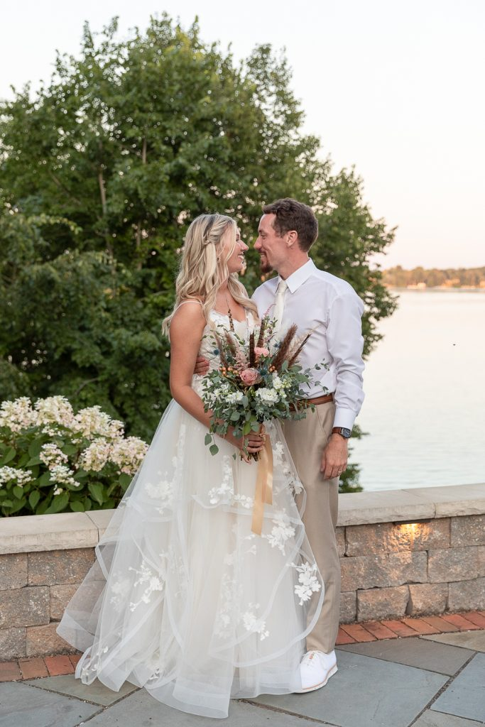 Wisconsin Summer wedding couple at Chenequa country club