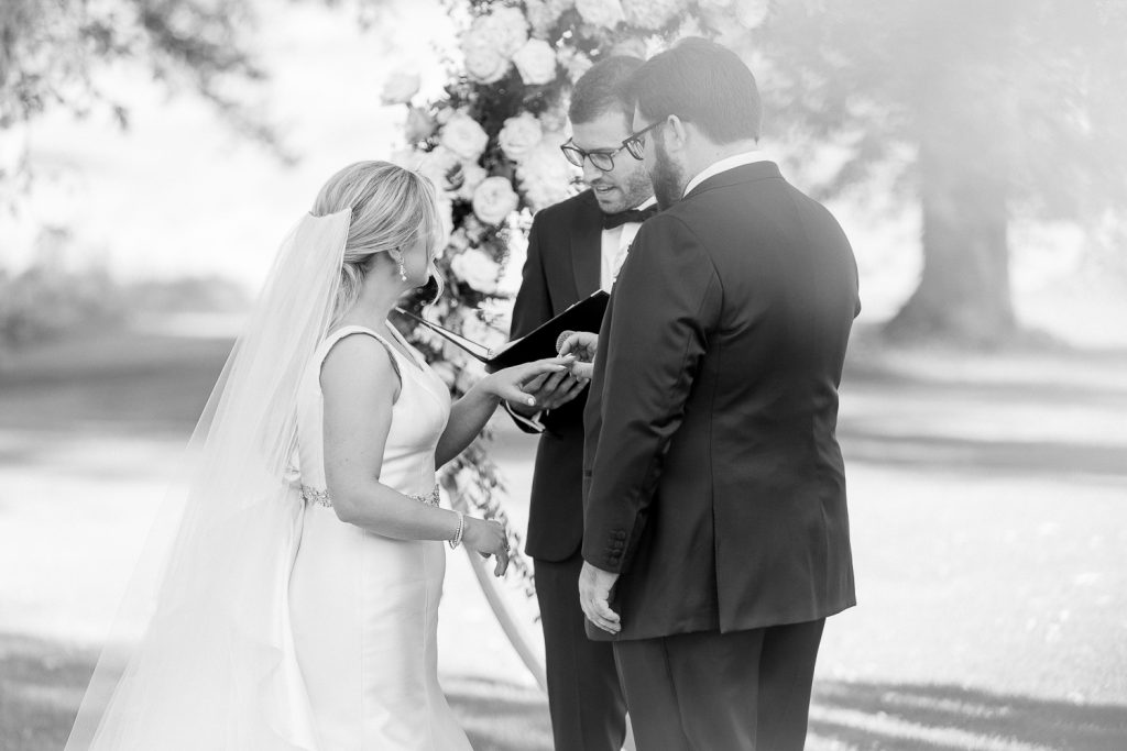 Exchanging of rings during Grand Geneva Wedding ceremony